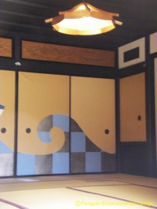 Tatami-mat room is called Washitsu(和室, Japanese room).